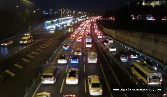 """İstanbul'da """"İkinci yarıyıl"""" trafiği"""