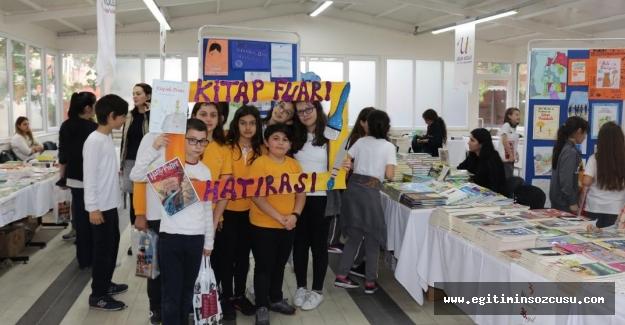 Uğur Koleji'nde öğrenciler için Geleneksel Kitap Fuarı