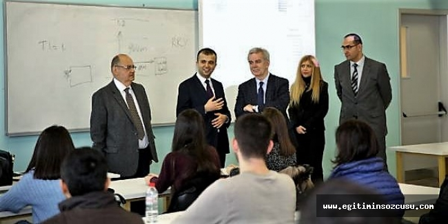 Rus Rektör Esenyurt Üniversitesi öğrencileriyle buluştu