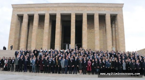 Bakan Selçuk, öğretmenlerle Anıtkabir'i ziyaret etti
