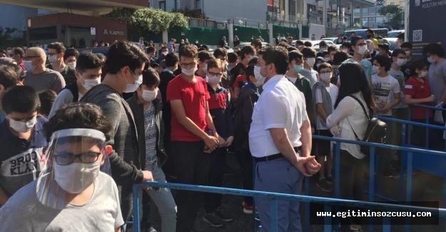 Sokağa çıkma yasağında LGS, okul önleri doldu