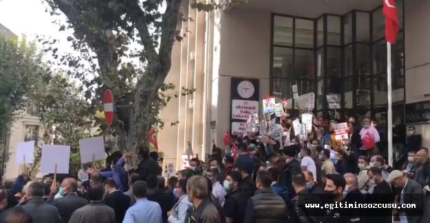Sağlık çalışanlarından mesai saati değişikliği protestosu