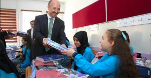 Sultangazi Belediyesi'nden Okullara Destek