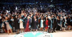 Üsküdar Üniversitesi'nin mezuniyet coşkusu