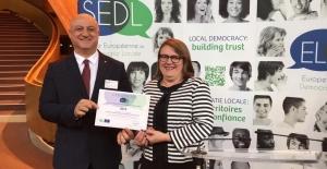 Avrupa Yerel Demokrasi Ortağı Onur Ödülü Çoruk'a verildi