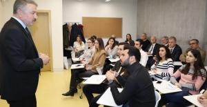 Emniyet Müdürü Aşkın'dan İzmir Ekonomi'de 'Kamuoyu ve İletişim' dersi