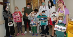 Sevgililer Günü'nde hasta çocuklara sevgi şifası