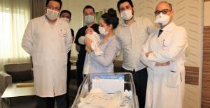 Muzice kurtuluş... Asil bebek 27 gün sonra annesiyle buluştu