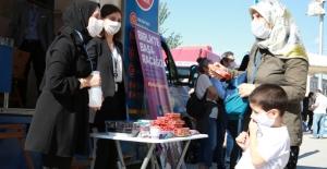 İBB, YKS'ye katılan öğrenci ve ailelerine ikramda bulundu