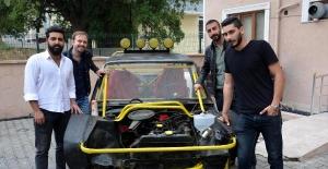 4 üniversiteli, hurda otomobili parçalayıp arazi aracı yaptı