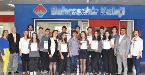 Bahçeşehir Koleji öğrencisi İpek Arslantaş matematik dalında dünya birincisi oldu