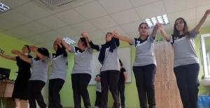 Halk oyunları ve ritimle eğitim