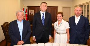 Oğuzkaan Koleji kurucuları Ziya Selçuk'u ziyaret etti