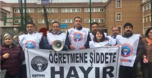 Öğretmenler şiddeti protesto etti