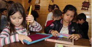 Öğrencilere teknolojik Tablet yerine el işi