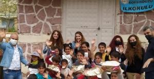 Oğuzkaan Koleji Öğrencilerinden Edirne'den Kars'a 10 ayrı köy ilkokuluna yardım